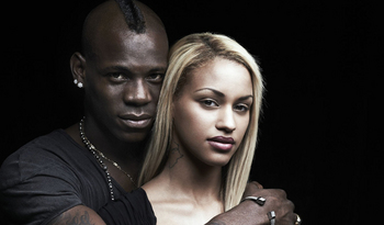 mario-balotelli-girlfriend-fanny-neguesha-engagement-ring-inside2.jpg